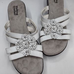 White walking cradals sandal with floral detail